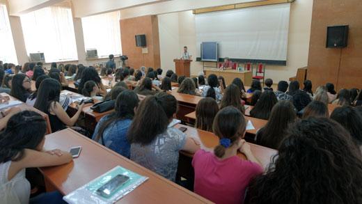 в Государственном университете Армении прошла авторская встреча с поэтами Югры Наирой Симонян, Павлом Черкашиным и Татьяной Юргенсон. За переводческую деятельность югорским поэтам была вручена медаль Ованеса Туманяна