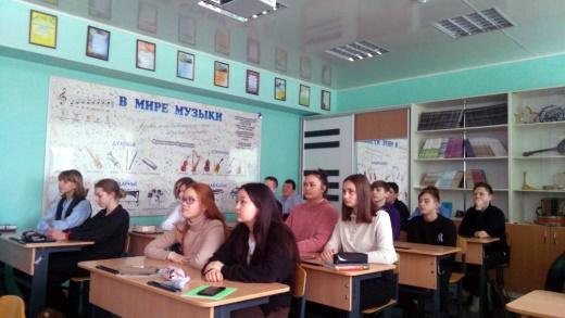 Фото Во время авторской встречи в онлайн формате. Школа 2 г. Нефтеюганска.