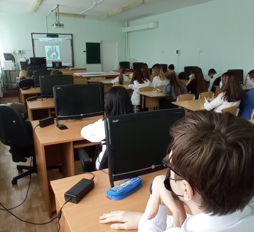 Старшеклассники школы №6 г. Лянтора во время онлайн просмотра.