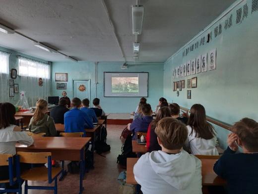 Старшеклассники Алябьевской школы Советского района знакомятся с историей Югры.
